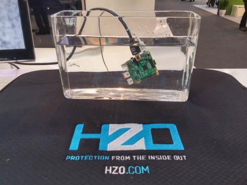 Una raspberry Pi protegida con el recubrimiento de HZO